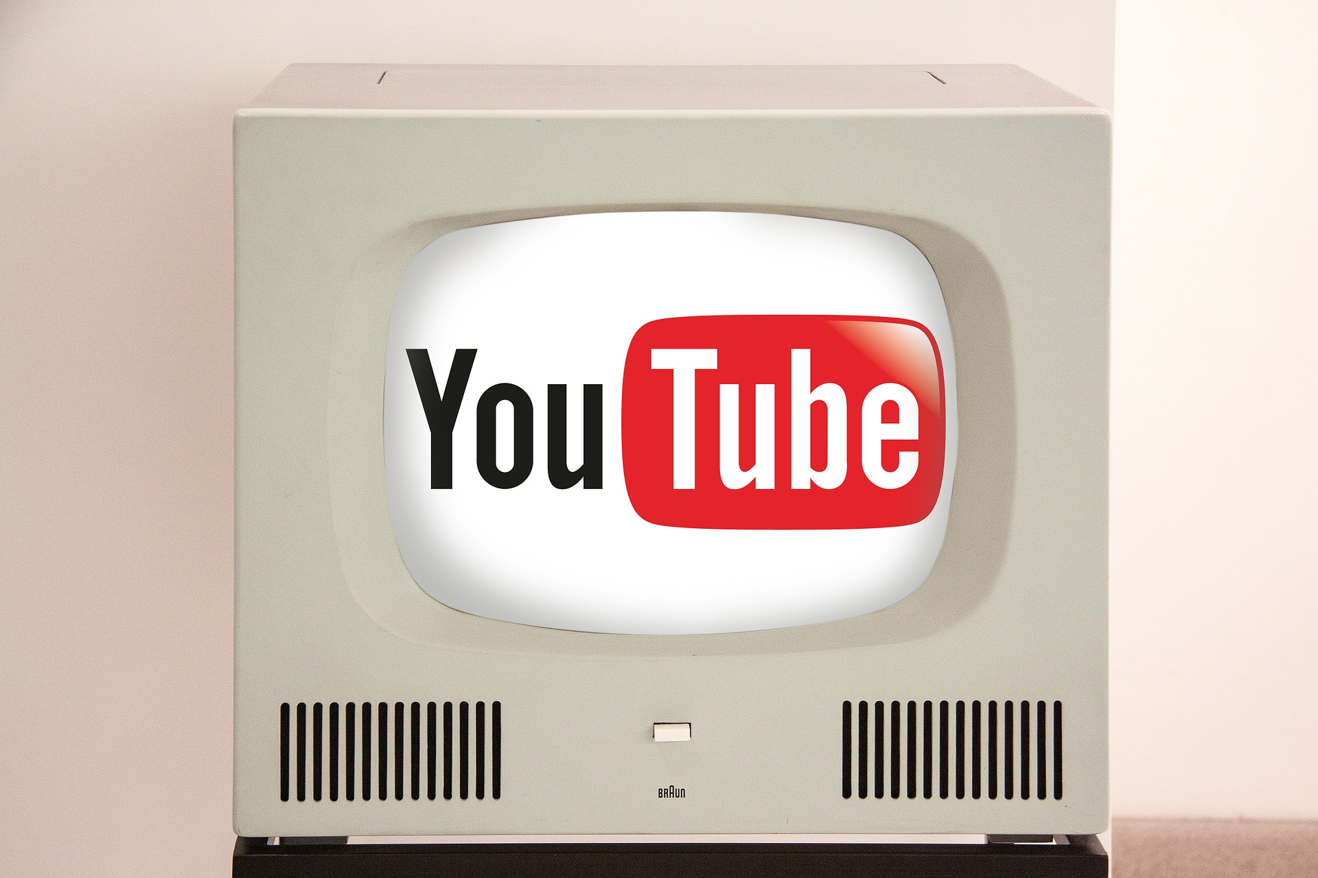 Old TV with YouTube Logo
